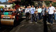 U novosadskom naselju Klisa se asfaltira 15 ulica: Vučević najavio još ulaganja (FOTO)