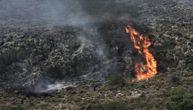 Bukti grčki Maraton: 3 helikoptera i 150 vatrogasaca gasi požar, snažan vetar otežava posao