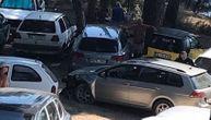 Srpski državljanin napravio haos u Ulcinju: Oštetio 4 automobila i motor, pa pokušao da pobegne
