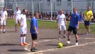 Pojavio se video iz zatvora: Bivši ruski reprezentativci igrali fudbal protiv lokalnog tima (VIDEO)