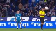 Igrač Zenita loptom pogodio sudiju, reakcija arbitra šokirala je skoro sve na terenu (VIDEO)