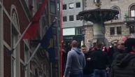 Delije grme kod kosovskog konzulata u Kopenhagenu: Kosovo je Srbija! (VIDEO)
