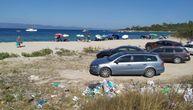 Sećate li se đubreta sa plaže na Halkidikiju? Jedna Srpkinja je uzela stvar u svoje ruke!