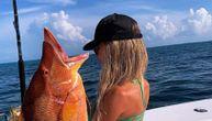 Emili peca u tangama: Izbaci velike grudi i ulovi ribu od 100 kg. Muškarci oduševljeni (VIDEO)