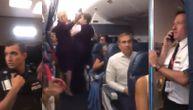 Bili zaglavljeni u avionu 8 sati: Kada im je prekipelo izbila opšta tuča, intervenisala i policija