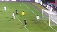 Mogao je da bira gde će pucati: Asano promašio prazan gol sa pet metara (VIDEO)