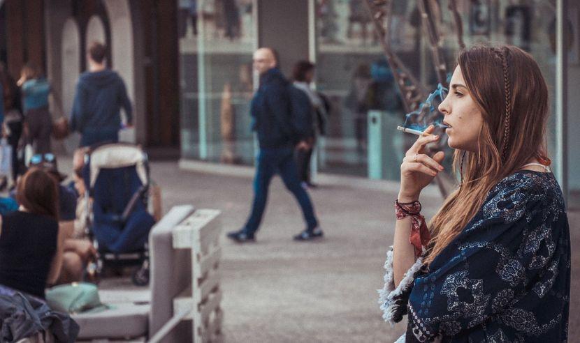 žena, pušenje, puši, cigarete