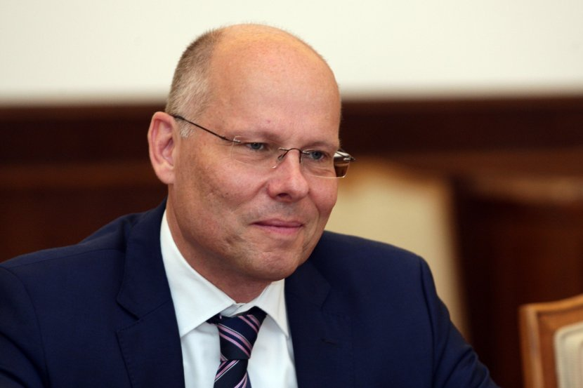 Aleksandar Vucic, Peter Bajer