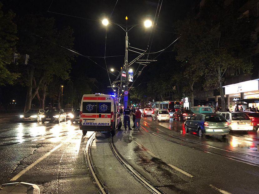 Nesreca, saobracajka, saobracajna nesreca, bulevar, Beograd, Noc
