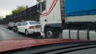 Jedna osoba poginula u sudaru kamiona, kombija i automobila na Ibarskoj magistrali
