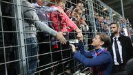 Brnabić posle pobede Srbije u Luksemburgu sišla na teren: Pozdrav premijerke sa navijačima
