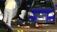 Prve fotografije sa lica mesta: Crnogorac likvidiran u Novom Sadu leži u krvi ispred svog doma