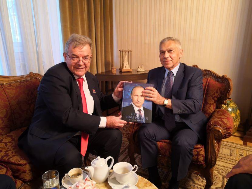 Ambassador Ruske Federacije Aleksandar Bocan-Harčenko ugostio je narodnog poslanika Dragomira J. Karića i Simona Dragomira Karića