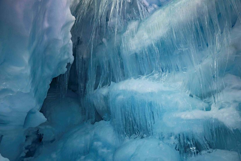 Ukrajina, Istrazivaci, Ledena pecina, Antartik