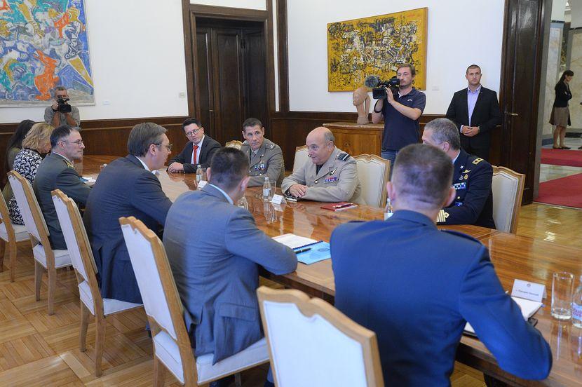 Aleksandar Vučić, Stjuart Pič