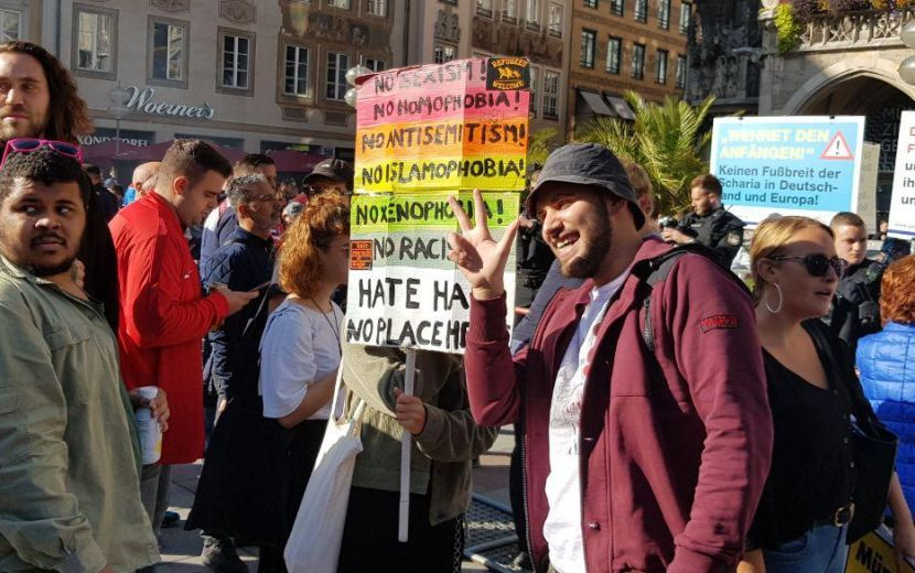 Gej protest u Minhenu, Delije se zabavljale