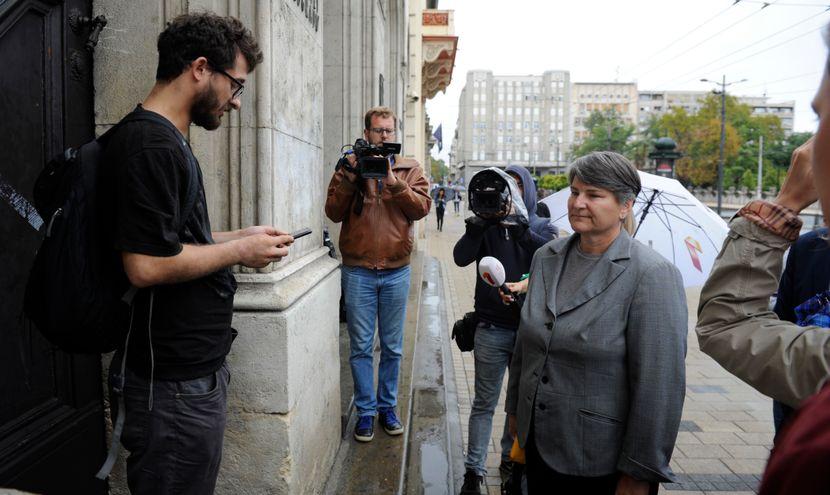 Rektorka Univerziteta u Beogradu Ivanka Popovic usla je jutros u zgradu Rektorata