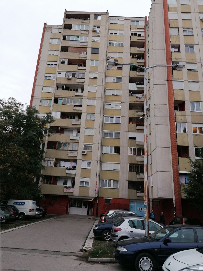 Niš, zgrada u Bulevaru Nemanjića, raketa