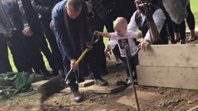 dečak, tata, sahrana