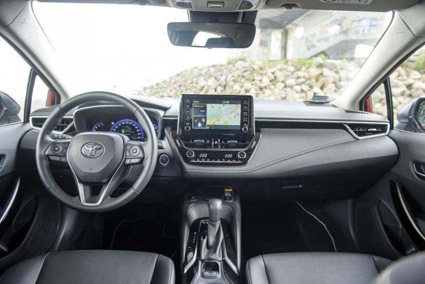 TEST Toyota Corolla 1.8 Hybrid