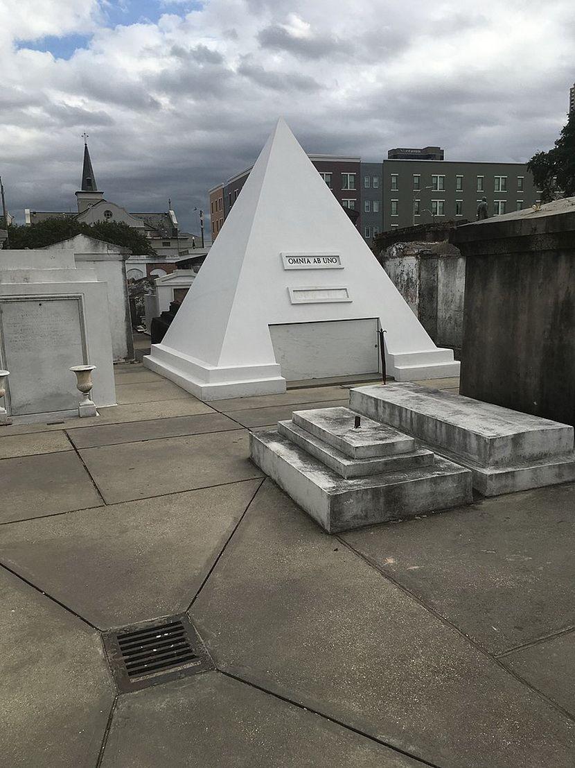 Nikolas Kejdž Piramida