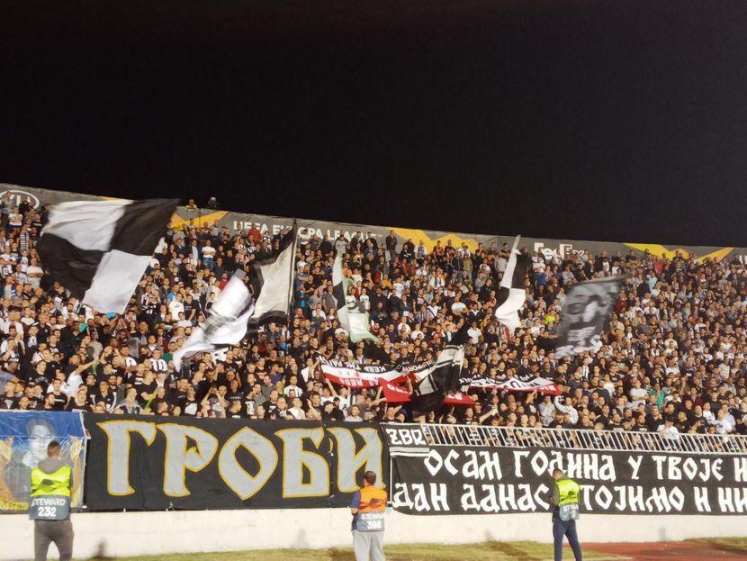 FK Partizan, FK Mančester junajted, navijači, otete zastave