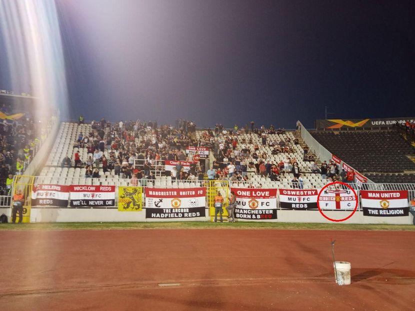 Navijači FK Mančester junajted, zastava