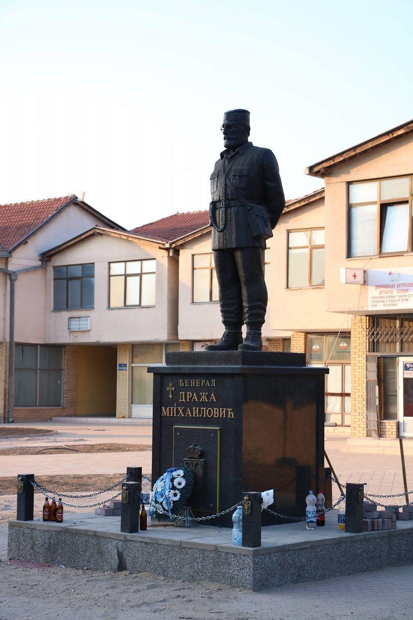 Spomenik Draži Mihajloviću