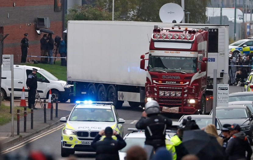 Kamion Eseks mrtva tela Engleska