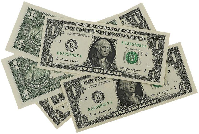 dolari novac pare