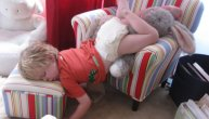 SLATKE BEBE: Spavanje u najsmešnijim pozama! (FOTO)