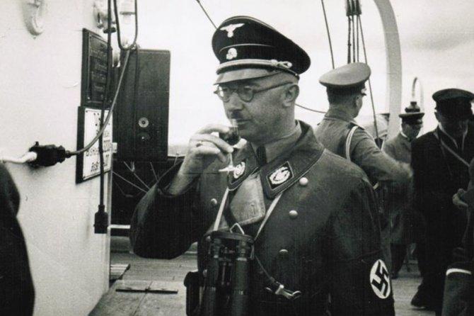 Hajnrih Himler. Foto: http://www.welt.de/geschichte/himmler/article124223862/Insight-into-the-orderly-world-of-a-mass-murderer.html