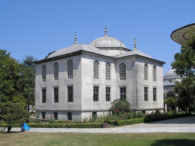 "Biblioteka ""Endurun"", poznata i kao Biblioteka sultana Ahmeda III, nalazi se u trećem dvorištu palate Topkapi. Foto: Wikimedia Commons/Gryffindor"
