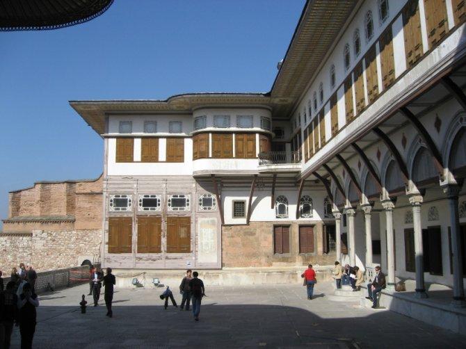 Dvorište miljenica u palati Topkapi. Foto: Wikimedia Commons/Gryffindor