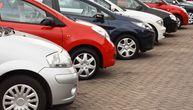 Haos na Karaburmi: Dečak (10) ukrao kola od nepoznatog čoveka i udario parkirana vozila