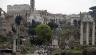 Rim zabranio turistima da sede na stepenicama, kampuju i jedu ispred spomenika: Kazna i do 400 evra!