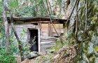 Tunel u Skopskoj Crnoj Gori, blizu manastira Svetog Ilije, skrivena drvećem i rastinjem, stoji trošna, neugledna ovčarska koliba. je slučajno otkrivena 2012. godine.