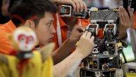 Novi trend među Kinezima: Borbe se odvijaju u malim arenama u kojima trešti rokenrol, a dva robota udaraju i kidaju do kraja (FOTO)