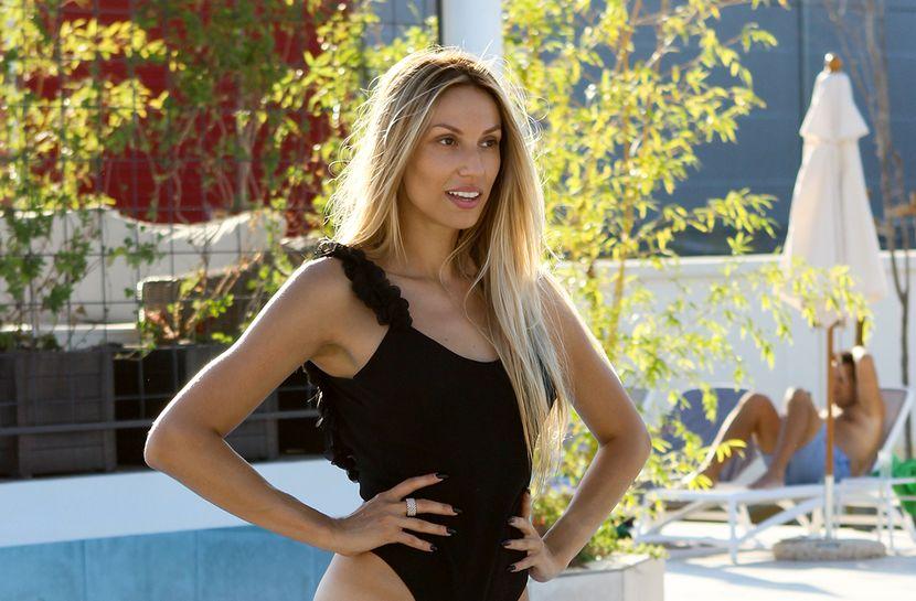 Rada Manojlović prvi put u karijeri drastično promenila boju kose, kada se pojavila na snimanju niko je nije prepoznao! (FOTO)
