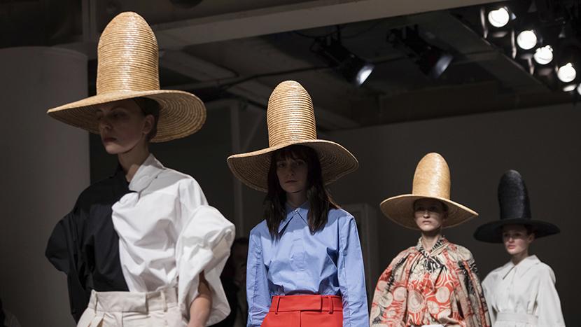 Ekstravagancija sa akcentom na eleganciju: Na Nedelji mode u Londonu ima i OVOGA