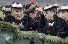 Žene u svojim nošnjama sede u kočijama tokom tradicionalnog hodočašća Leonhardi u Varngau, u Nemačkoj.