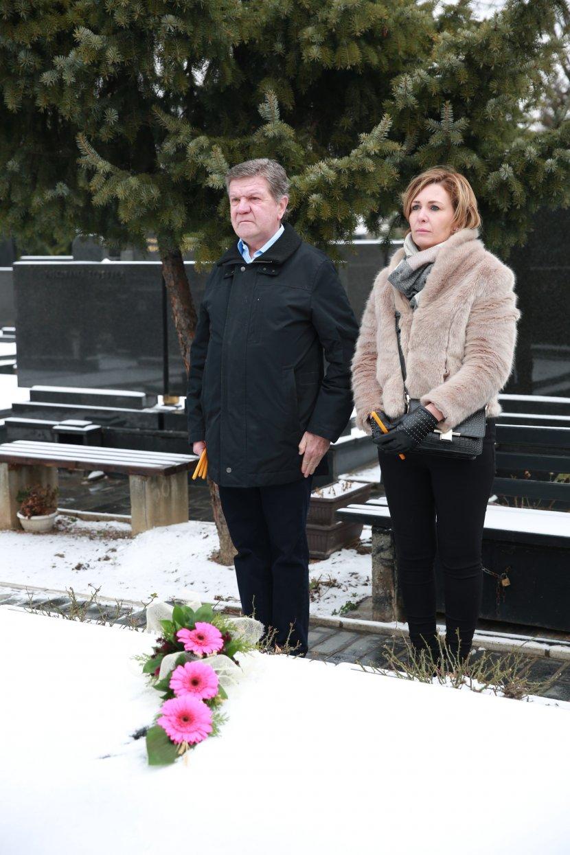 Za nju je saznao kada je imala 15 godina: Arkanova ćerka iz Belgije došla  na pomen ocu (FOTO) (VIDEO) - Telegraf.rs