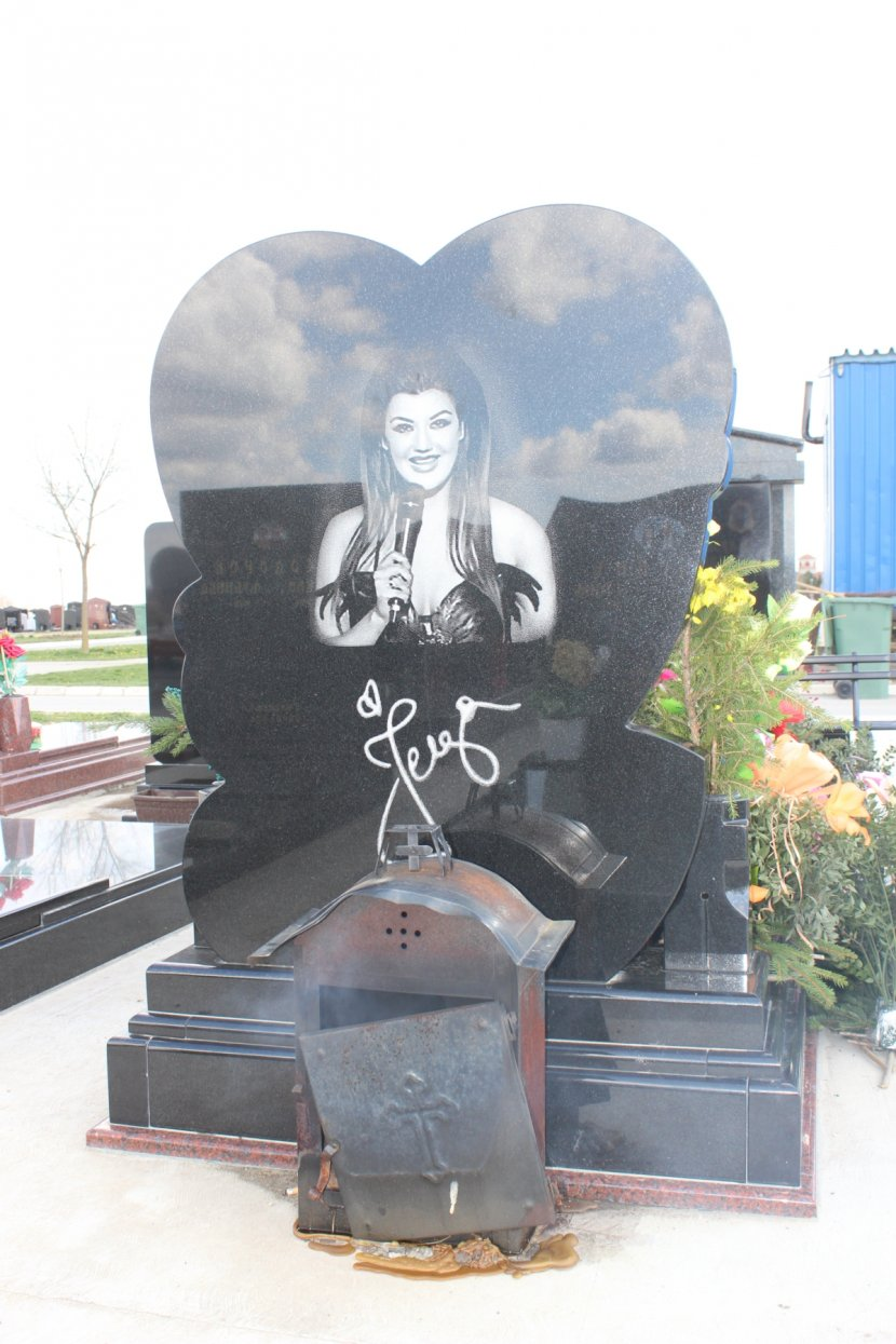 Jelena Marjanović Krsmanović, grob, groblje, dve godine od ubistva, smrti, godišnjica, pomen