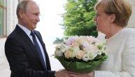 Gospodin čovek: Merkel stigla u Rusiju, Putin je dočekao cvećem (FOTO) (VIDEO)