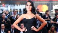 Ronaldova devojka pucala od seksepila na Venecijanskom festivalu: Kada se seksi Georgina prošetala crvenim tepihom, niko nije mogao da skine pogled sa nje (FOTO)