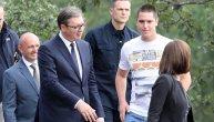 Vučićevom sinu Danilu prete vešanjem na banderi: SNS se oglasio saopštenjem povodom monstruozne objave na Fejsbuku