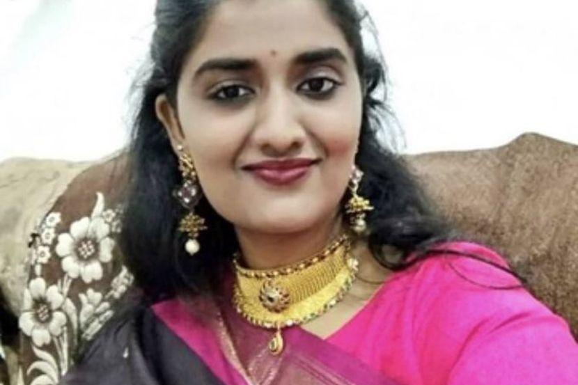 devojka iz Indije preko interneta