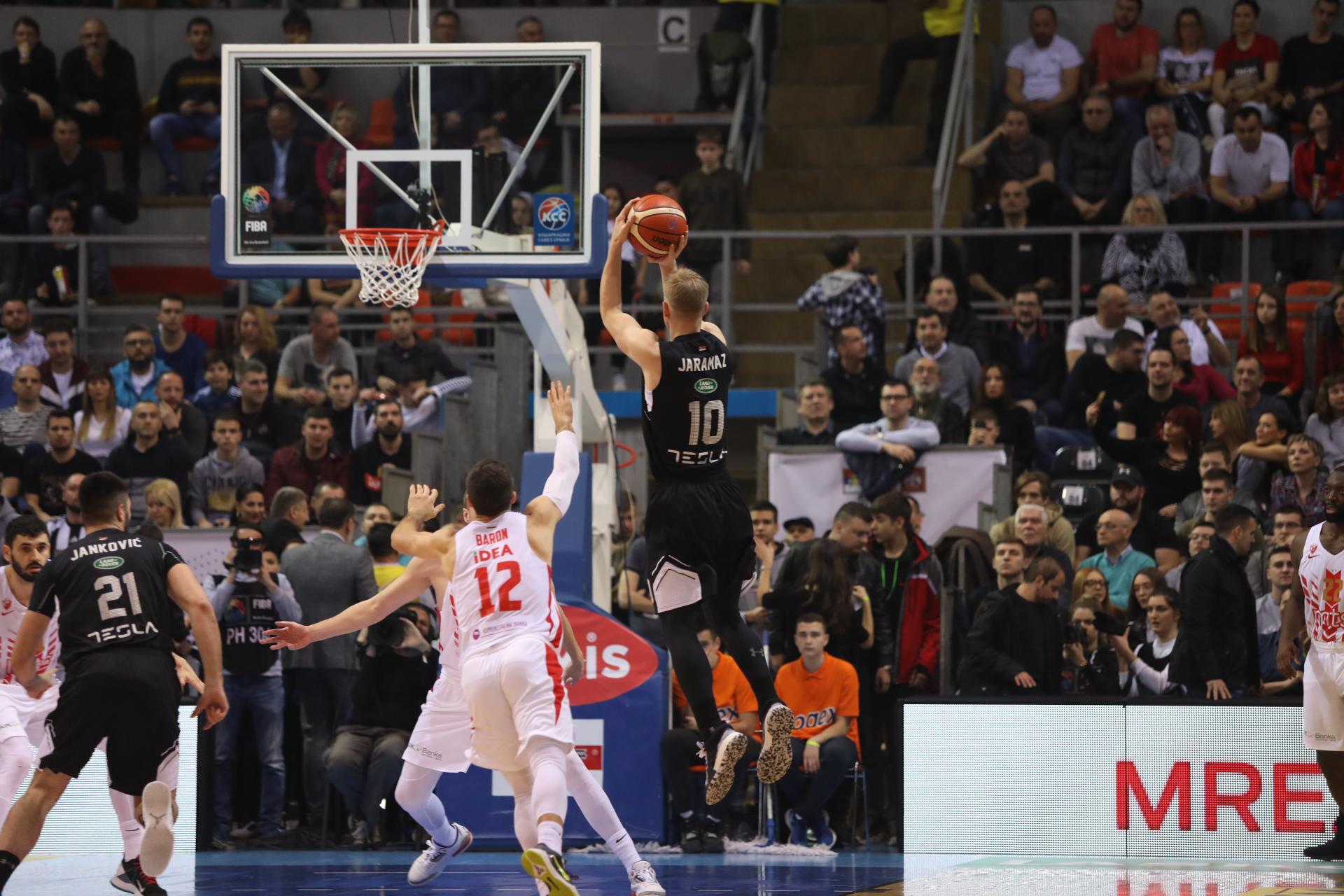 (UŽIVO) Velika borba u Nišu: Zvezda stigla Partizan