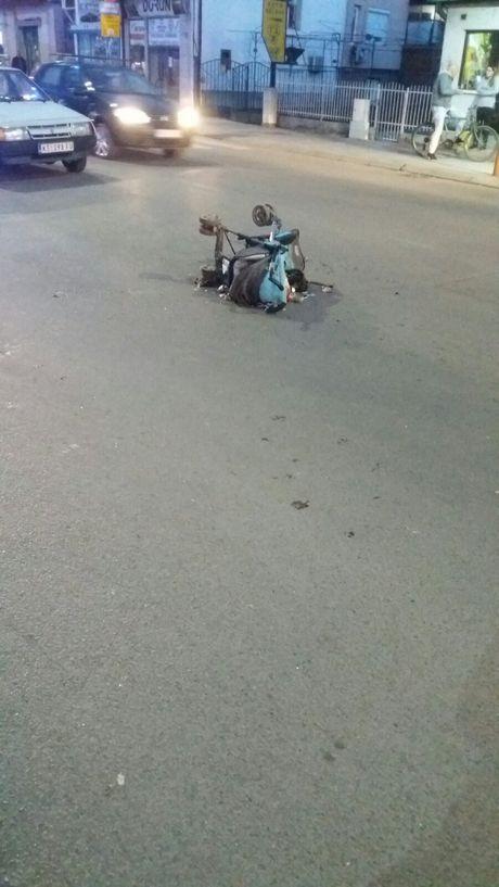 Vozač udario majku sa bebom u kolicima, kolica ostala na sred ulice
