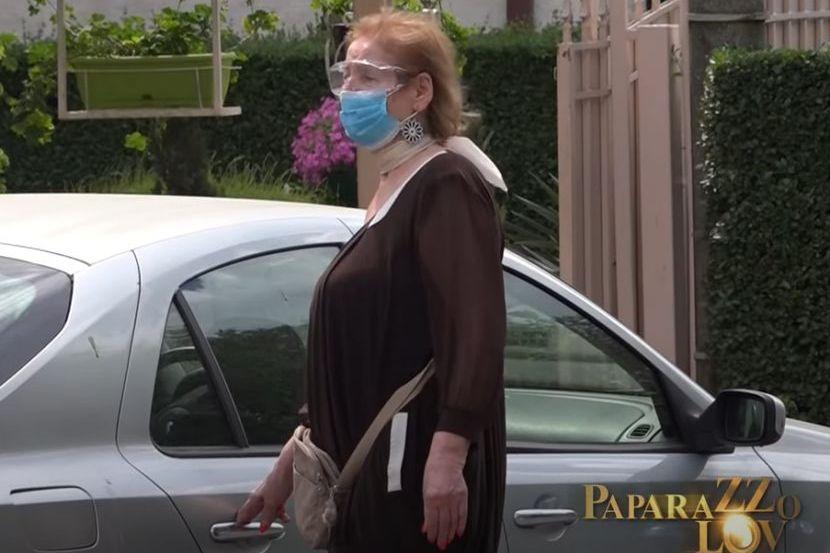 Lepa Lukić nakon izolacije izašla iz kuće i otišla u kupovinu: Skockala se i nosila je masku - Telegraf.rs